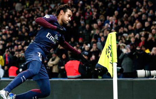 Nhờ hợp đồng với PSG, Neymar đang có mức lương cao nhất nhì thế giới. Ảnh: Reuters