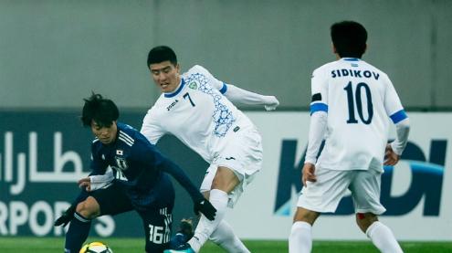 Nhật Bản lép vế trước lối chơi quyết liệt của Uzbekistan. Ảnh:AFC.