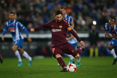 Chấm 11m chưa đem lại nhiều vinh quang cho Messi. Ảnh: Reuters