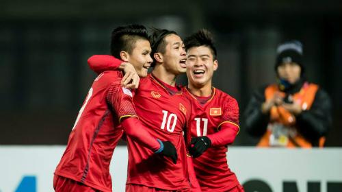 CĐV châu Á hò hét mừng trận Việt Nam thắng Iraq
