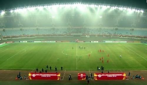 Sân Thường Thục với sức chứa 35.000 chỗ ngồi còn nhiều chỗ trống.