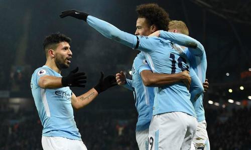 Aguero lập hat-trick, Man City giữ khoảng cách 12 điểm với Man Utd