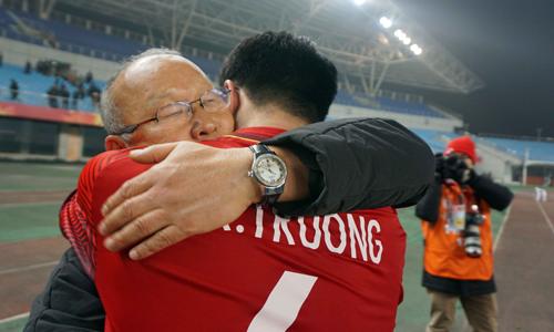 HLV Park Hang-seo nói gì với các cầu thủ Việt Nam sau trận thắng Iraq