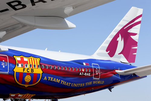 Màu áo và logo câu lạc bộ Barcelona trên máy bay hãng hàng không Qatar Airways. Ảnh:Qatar Airways