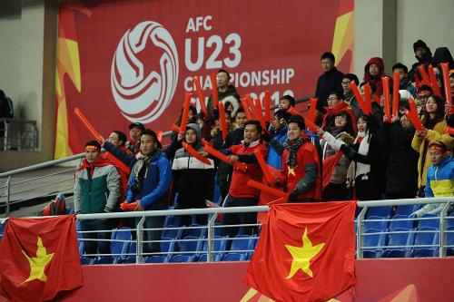Sự cuồng nhiệt của CĐV Việt Nam là bất ngờ với nhà tổ chức giải. Ảnh: AFC.