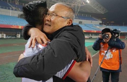 HLV Park Hang-seo có những thay đổi giúp Việt Nam chơi biến hóa. Ảnh:Anh Khoa.