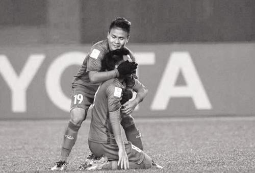 Đức Huy gạt nỗi đau mất người thân để ra sân thi đấu.