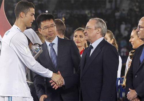 Ronaldo đang có mức lương sau thuế khoảng 26 triệu đôla mỗi mùa, chỉ bằng một nửa so với Messi. Ảnh: Reuters