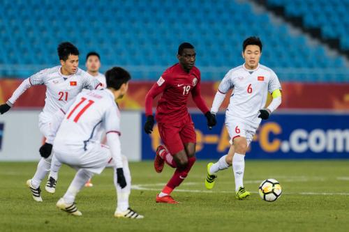 Việt Nam chơi ngang ngửa Qatar. Ảnh: AFC.