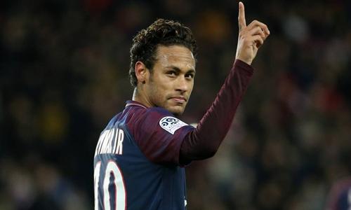 Neymar đang hưởng lương gần gấp đôi Ronaldo. Ảnh: AFP.