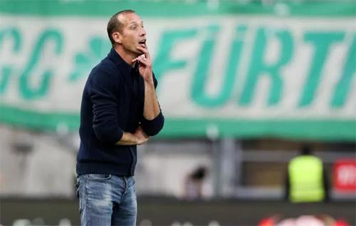 HLV 43 tuổi Jeff Strasser của Kaiserslautern. Ảnh: Sport1