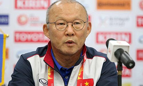 HLV Park tỏ ra khiêm nhường khi được ví như Hiddink Việt Nam. Ảnh: Lâm Thỏa.