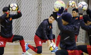 U23 Việt Nam tập ở sân trong nhà vì tuyết rơi dày đặc