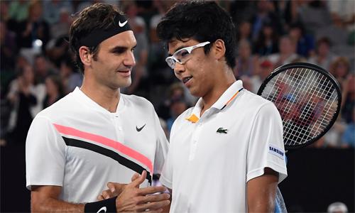 Chung không thể vượt qua sức ép khi đối đầu Federer. Ảnh: AP.