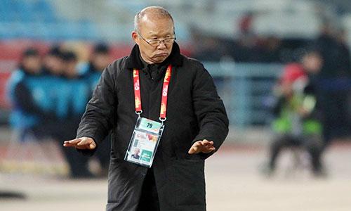 HLV Park Hang-seo muốn cầu thủ bình tĩnh thi đấu để vượt qua Uzbekistan. Ảnh: Anh Khoa.