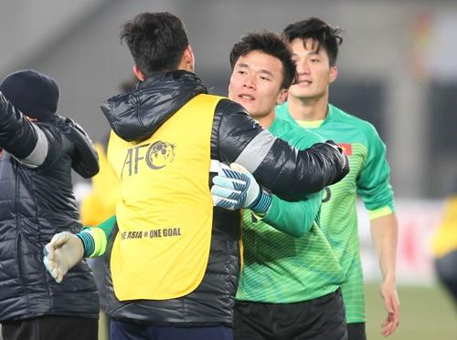 Thủ môn Tiến Dũng xóa đi mọi lo lắng về các thủ môn Việt Nam. Ảnh:Anh Khoa.
