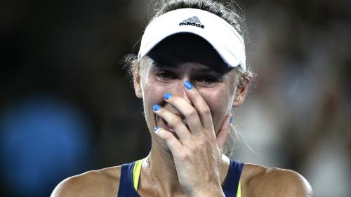 Wozniacki bật khóc với danh hiệu Grand Slam đầu tiên. Ảnh: Tennis Australia.