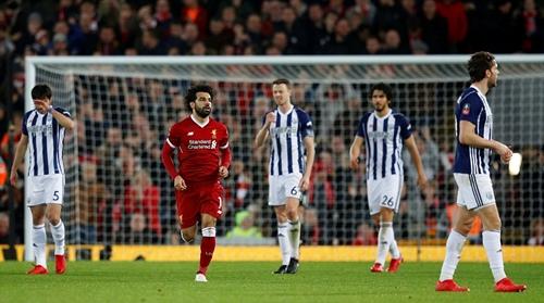 Salah ghi bàn rút ngắn tỷ số xuống 2-3 vào lưới West Brom. Ảnh: Reuters.