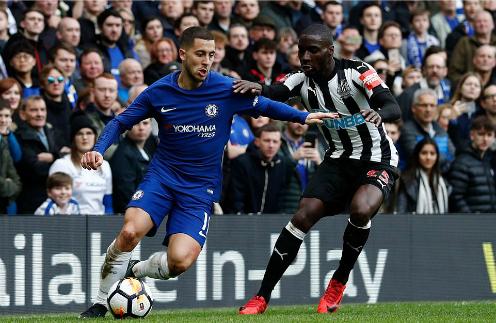 Hazard là trung tâm trong những pha lên bóng của Chelsea. Ảnh:AFP.