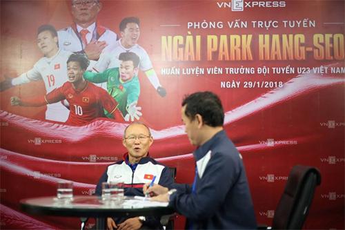 HLV Park Hang-seo chia sẻ cởi mở và chân thành với độc giả VnExpress. Ảnh: Đức Đồng.