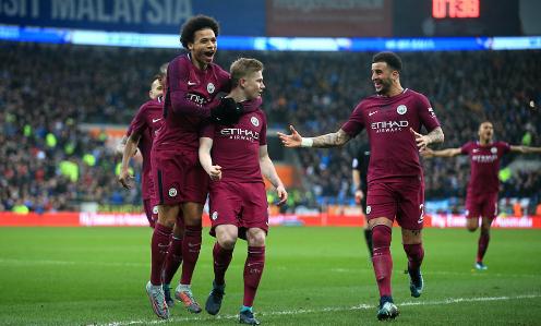 Cầu thủ Man City chia vui sau bàn thắng của De Bruyne. Ảnh:AFP.