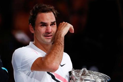 Federer bật khóc sau khi bảo vệ thành công chức vô địch Australia Mở rộng. Ảnh:AFP.