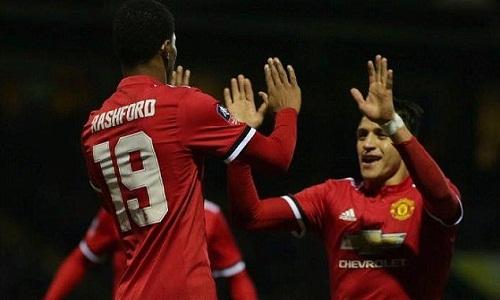 Mourinho muốn Sanchez chỉ dạy Rashford. Ảnh: AFP.