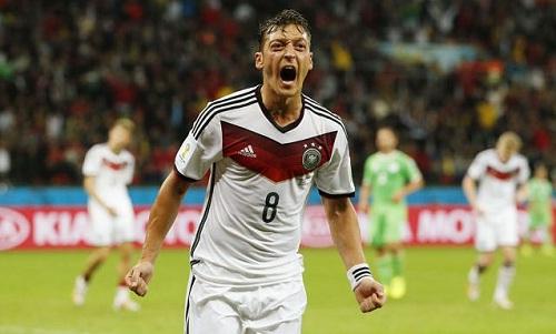 Ozil là cầu thủ hiếm hoi đá tại Ngoại hạng Anh rồi chiến thắng ở trận chung kết World Cup. Ảnh: Reuters.