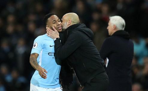 Pep Guardiola thể hiện tình cảm với Sterling, cầu thủ lập cú đúp kiến tạo ở trận này. Ảnh:AFP.