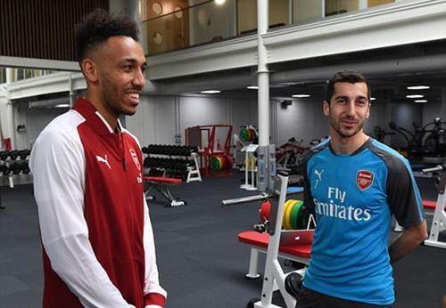Aubameyang và Mkhitaryan rất hiểu ý nhau hồi khoác áo Dortmund. Ảnh: Arsenal FC.