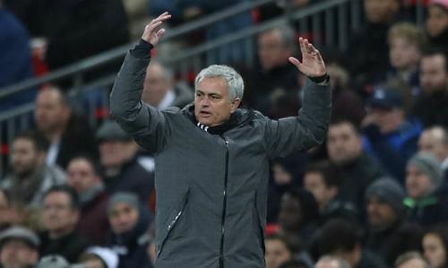 Mourinho thể hiện thái độ không hài lòng trong trận đấu. Ảnh:DM.