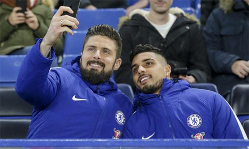 Giroud và Palmieri được chờ đợi sẽ giúp Chelsea cải thiện chất lượng lối chơi từ các trận sau. Ảnh: Rex.