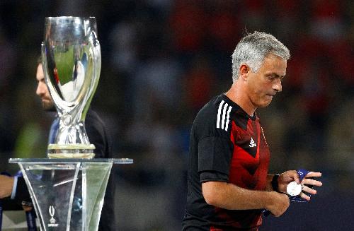 Mourinho và Man Utd thất bại trước Real ở trận tranh Siêu cup châu Âu hồi đầu mùa. Ảnh:Reuters.