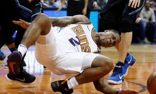 Pha tiếp đất dẫn đến chấn thương của Canaan (số 2). Ảnh: NBA.