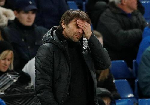 Conte đối mặt với những áp lực nặng nề ở giai đoạn còn lại mùa này. Ảnh:Reuters.