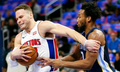 Blake Griffin (áo trắng) có khởi đầu mỹ mãn tại đội bóng mới Pistons. Ảnh: AP.
