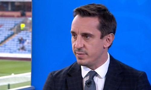 Neville cho rằng Guardiola đã có một quyết định tồi. Ảnh: Sky Sports.