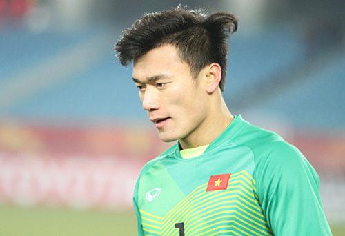 Tiến Dũng cản phá nhiều quả 11m, giúp Việt Nam giành HC bạc tại giải U23 châu Á.