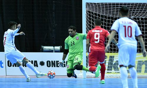 Tuyển Futsal Việt Nam (áo trắng) có trận đấu quả cảm trước đối thủ Bahrain. Ảnh:AFC.