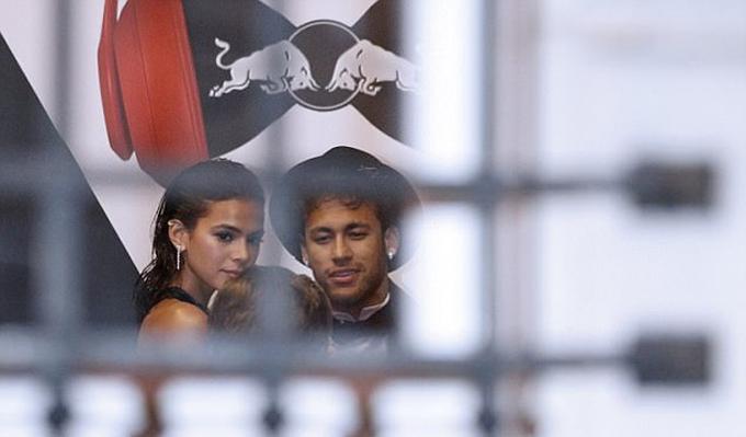 Neymar đón 200 khách dự tiệc sinh nhật thứ 26