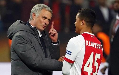 Man Utd dẫn đầu cuộc đua giành con trai Kluivert