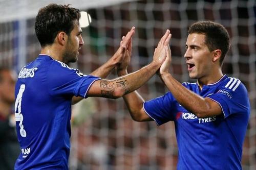 Fabregas và Hazard đã sát cánh với nhau từ hè 2014. Ảnh:Reuters.