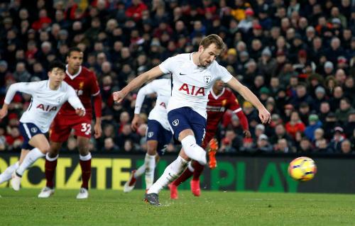 Kane thành công ở quả penalty thứ hai trong trận, khép lại tỷ số 2-2. Ảnh: Reuters.