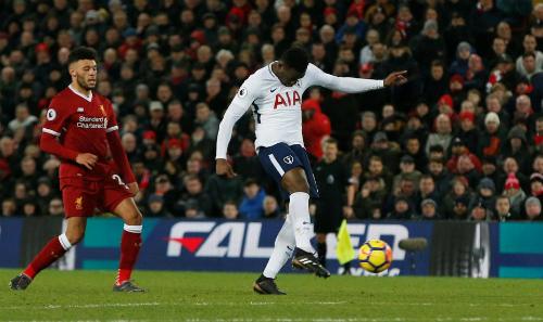 Cú nã đại báccủa Wanyama xứng đáng là đề cử bàn thắng đẹp nhất mùa giải. Ảnh: Reuters.