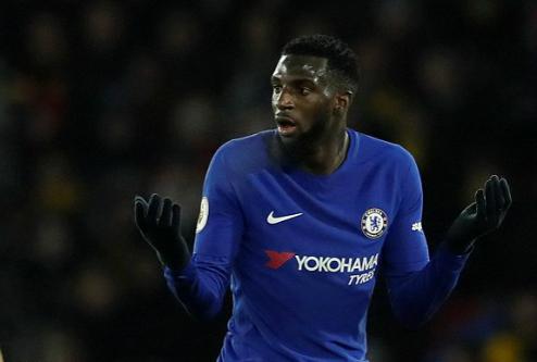 Bakayoko nhận thẻ đỏ mở màn cho trận thảm bại của Chelsea. Ảnh:Reuters.