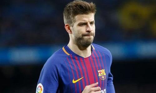 Chấn thương của Pique khiến Barca lâm vào cảnh thiếu trung vệ cho cuộc so tài với Chelsea. Ảnh: Reuters.