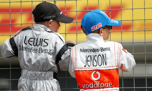 Những tay đua nhí sẽ thay người mẫu xuất hiện trên đường đua kể từ mùa F1 2018. Ảnh: Guardian.
