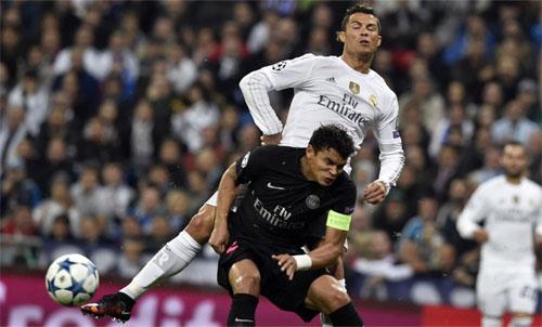 Ronaldo và Silva trong một lần chạm trán trên sân cỏ. Ảnh: Reuters