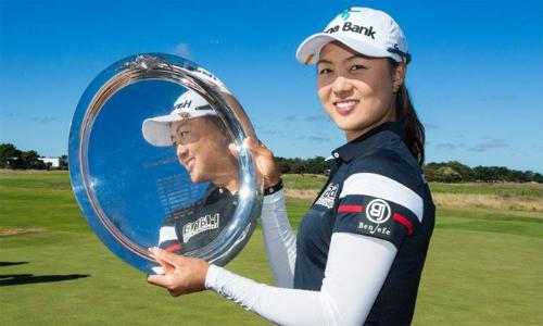 Minjee Lee là golfer nữ đầu tiên nhận mức thưởng vô địch ngang với các đồng nghiệp nam trong cùng một sự kiện. Ảnh: Reuters.