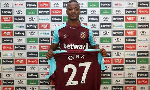 Evra sẽ gắn bó với West Ham đến hết mùa giải. Ảnh: WHUFC.